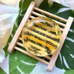 海茴香手工皂 :中川製皂的 海茴香金箔皂,採用海茴香植萃取代水,以及麩胺酸鹽晶製成,弱酸親膚。